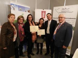 """Entrega Diploma a María Goreti Pérez, curso """"Revenue Management"""" (fue recogido por María José Sánchez Solera, profesora de ISTur)"""