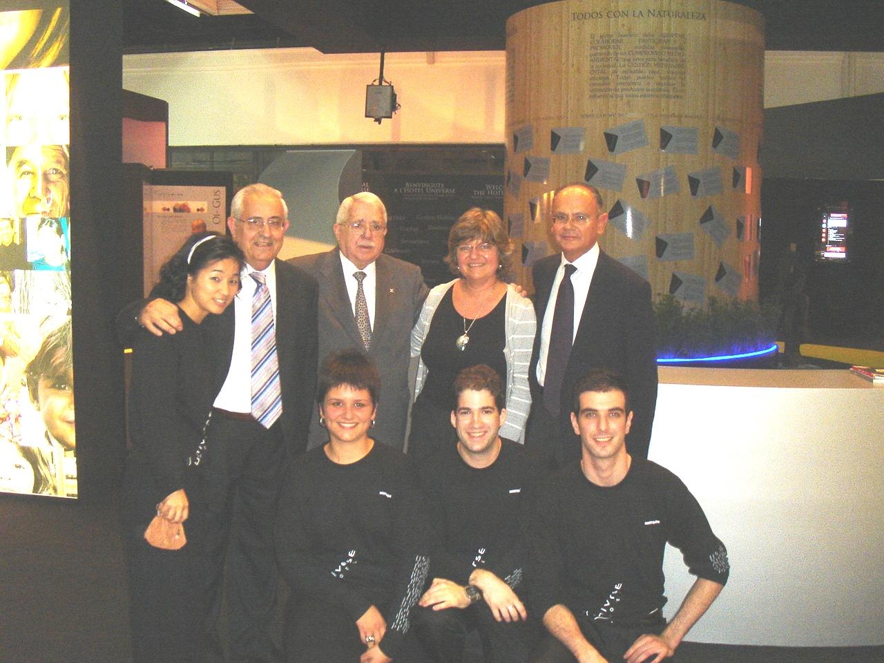 Jesús Mora Mas, Jordi Roure (Presidente Felac y Hostelco 2008), Jesús Felipe Gallego, Vilma Sarraff y el equipo de colaboradores de «HOTEL UNIVERSE» en HOSTELCO 2008