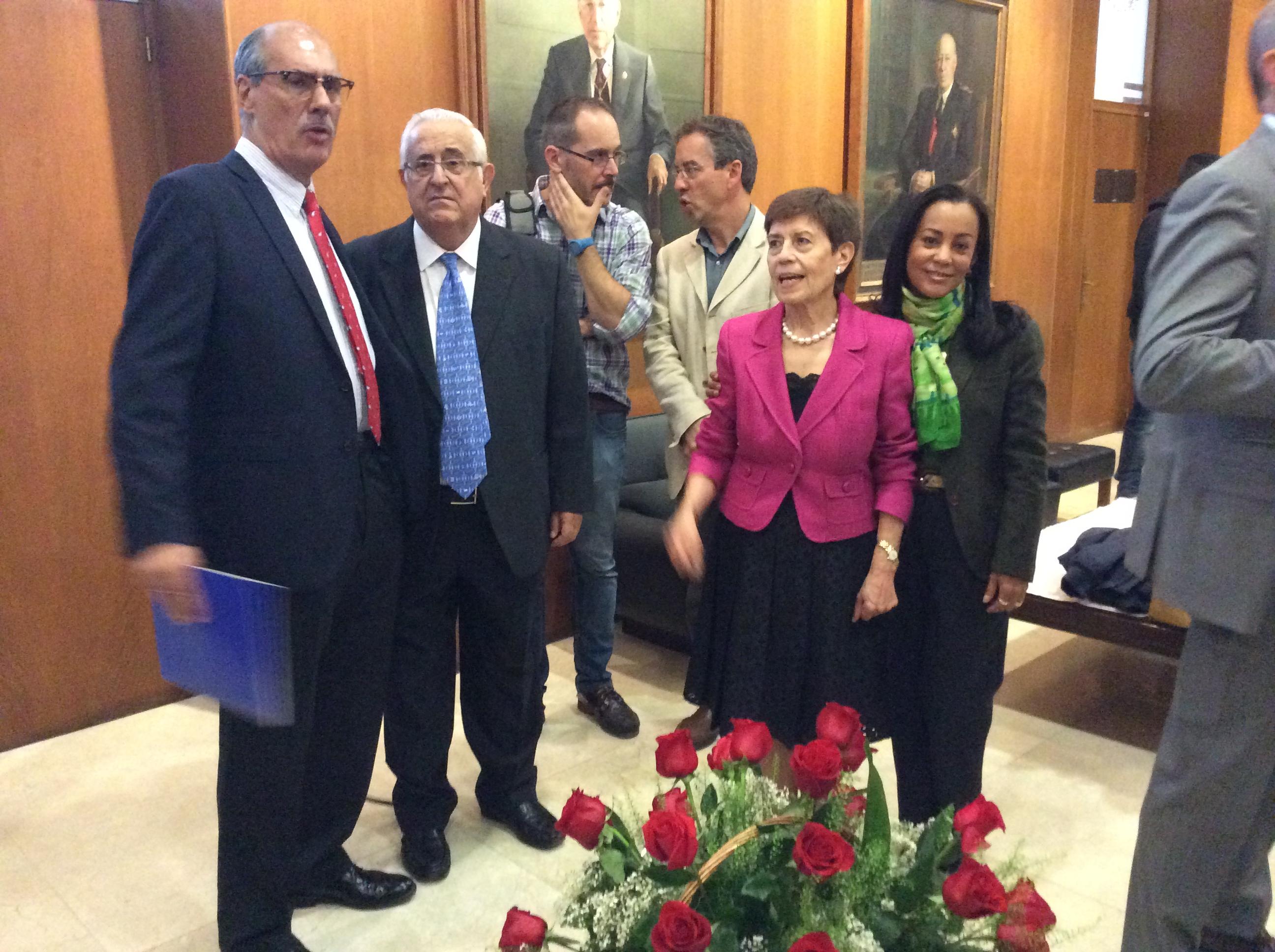 De izquierda a derecha: Dr. José Antonio Sánchez Núñez, D. Jesús Felipe Gallego, Dra. Rosa María González Tirados y Carmen Farrera